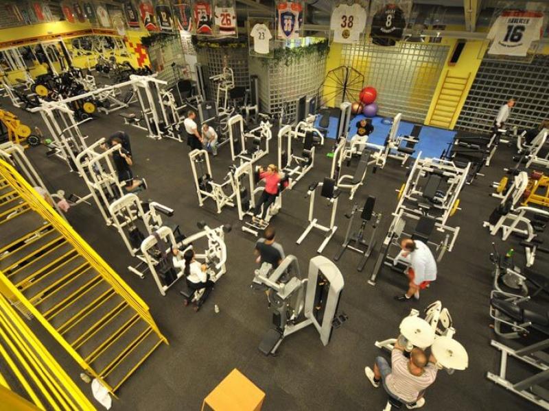 Gold's Gym interier II