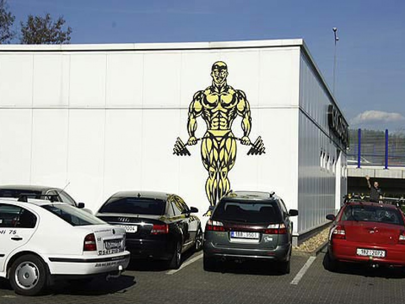 Gold's Gym exterier II